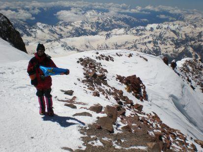 Bandera de Asturias en la cumbre del Elbrus