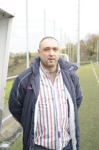 Juvenil - Pernas entrenador