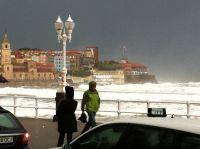Fotos del temporal frente a la Escalera 5