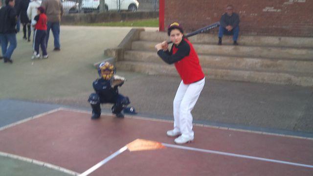 Cristina al bate - Diego catcher