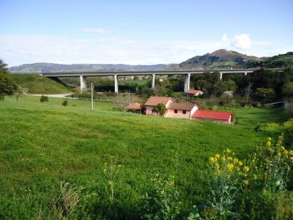 Viaducto sobre el r�o Llantones