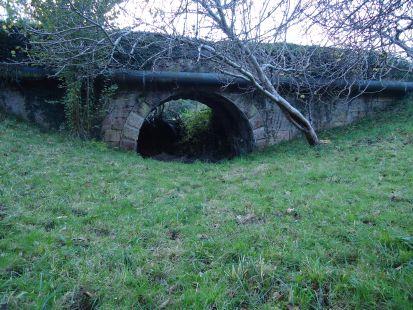 Puente sobre el trazado del ferrocarril de Lieres en Tarna