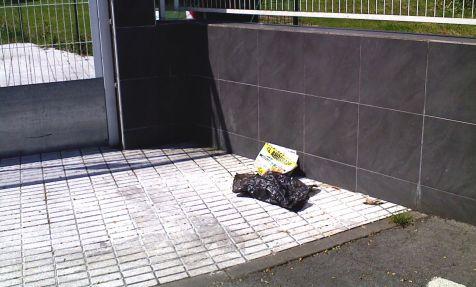 basura a la entrada campo