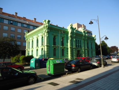 Histórica fachada de la antigua cárcel del Coto