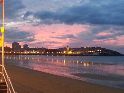 Anocheciendo en Gijón